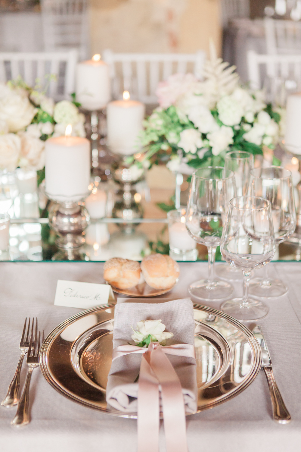 Blush pink table setting with white low florals centrepieces - Dream ...