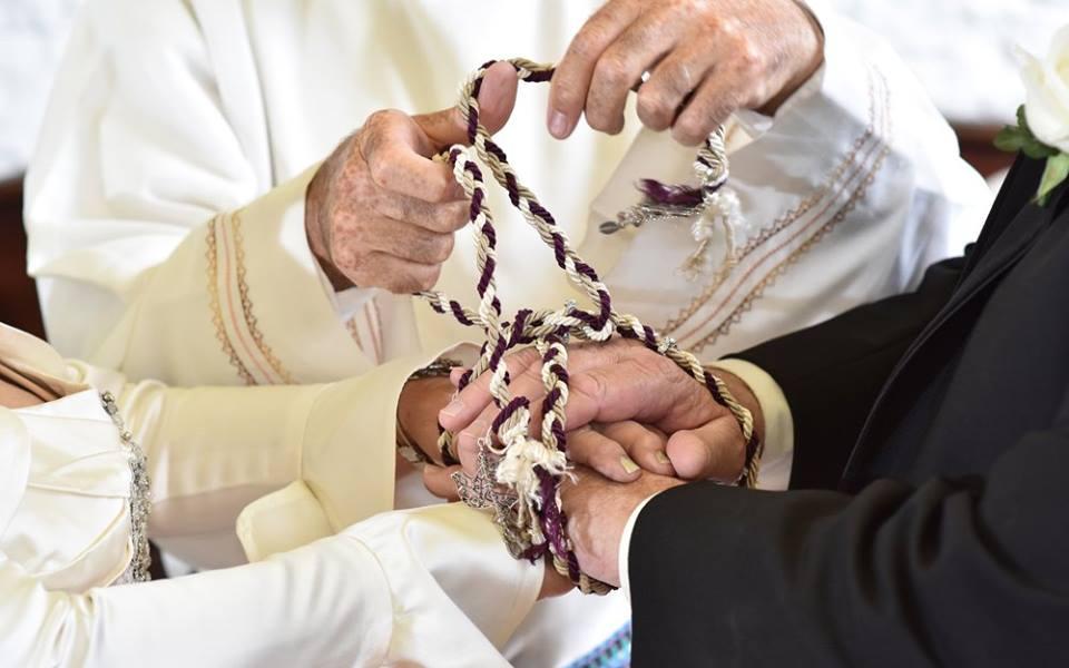 Celebrant tying the knot