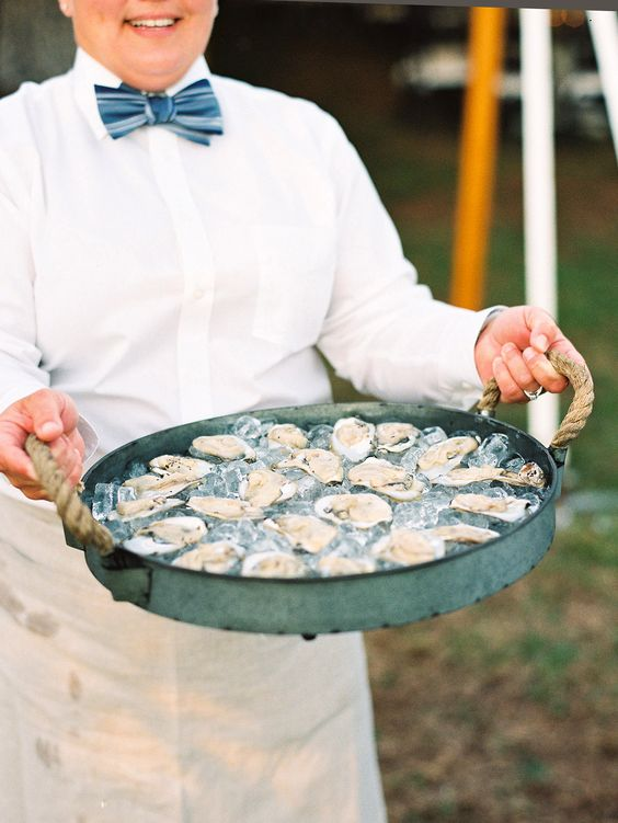 Oysters on a tray